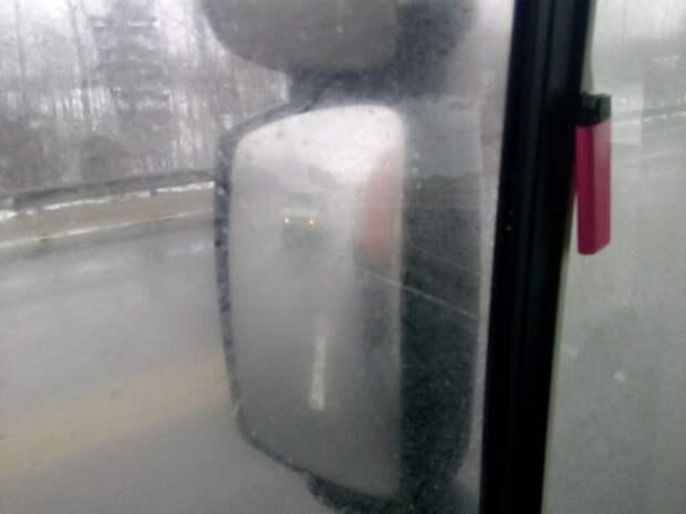 Вот так водитель фуры видит тебя в плохую погоду. Примерно на уровне отбойника прицепа. дальнобойщик, пдд