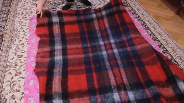 Мастерица переделала старый плед в потрясающее одеяло