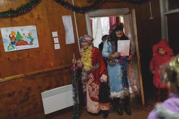 Снегурочки и Деды Морозы - уж какие имеются весело, деревня, интересно, новый год, село, юмор