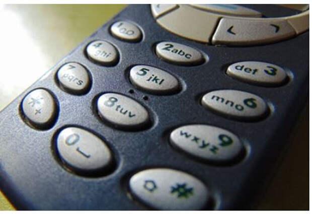 Мужчина целиком проглотил Nokia 3310 и выжил