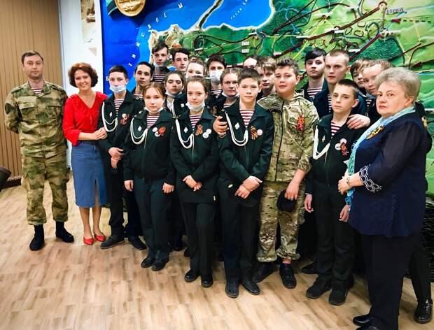 Офицеры Росгвардии в преддверии Дня Победы в Великой Отечественной войне организовали для подшефного кадетского класса экскурсию в музей боевой славы