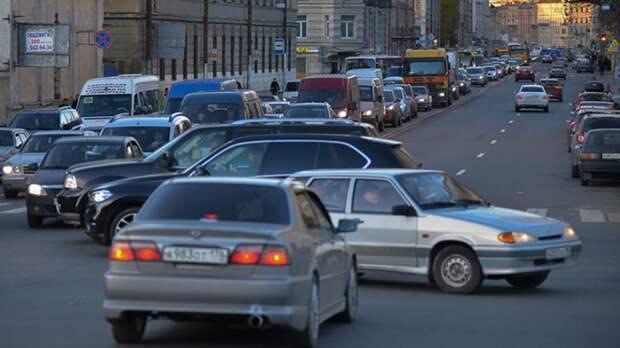 Конец рабочей недели петербуржцы встретили в автомобильных пробках