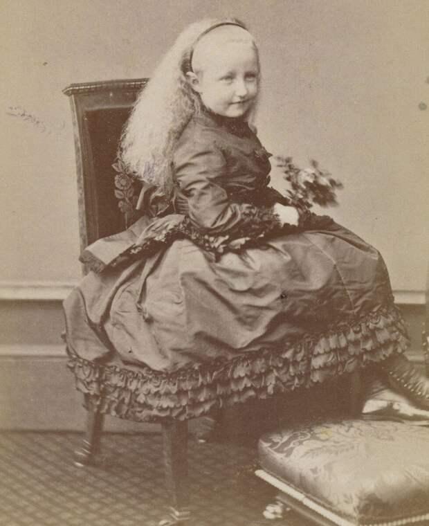Принцесса Стефания Бельгийская, фото конца 1860-х.
