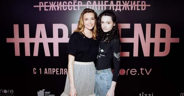 Толкалина с дочерью, Бондарчук, Манижа на премьере сериала