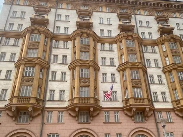 «Коммерсант» сообщил о высылке из РФ пресс-секретаря посольства США в Москве Ребекки Росс