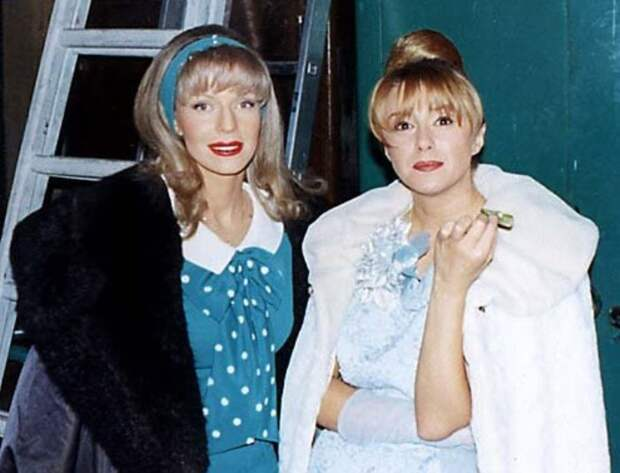 Наталья Ветлицкая и Алена Апина на съемках «Старых песен о главном-2», 1997 | Фото: kino-teatr.ru