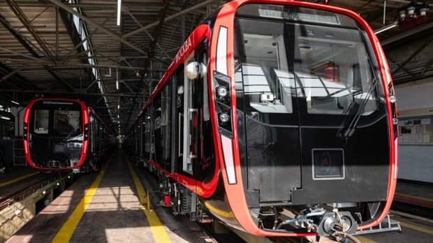 Человек упал на пути московского метро на Арбатско-Покровской линии