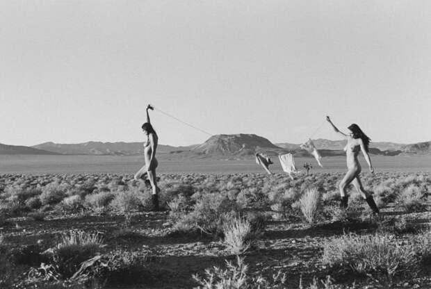 «Город-призрак» Штефана Вюрта: три раскрепощённые девушки неделю снимались в пустыне Невады