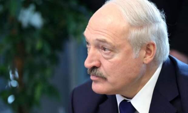 Лукашенко ответил Макрону на предложение уйти в отставку