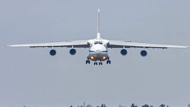 Летевший на Украину самолет экстренно сел в польском аэропорту