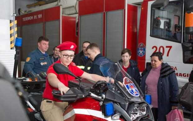 Молодежь Департаментов Правительства Москвы побывала в гостях у столичных спасателей