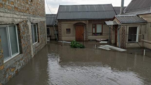 После грозы в Симферополе затопило жилые дома