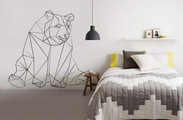 Оригинальный рисунок в спальне. Его простота исполнения дополняет общее настроение интерьеру