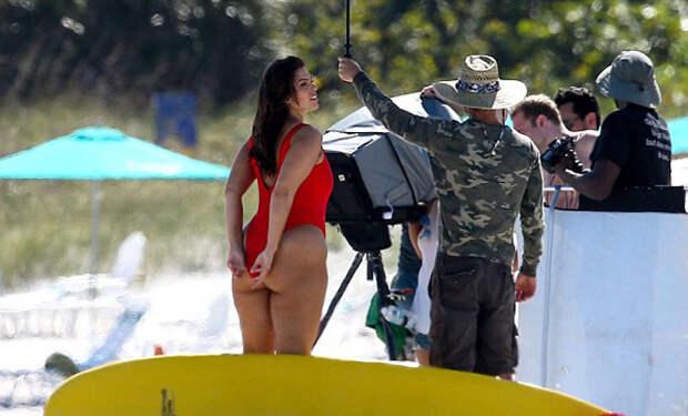 Фигура Эшли Грэм поразила весь пляж