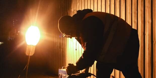 Погасший уличный фонарь отремонтировали на Ботанической