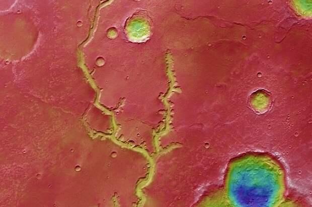 4 удивительных фото высохшей реки на Марсе