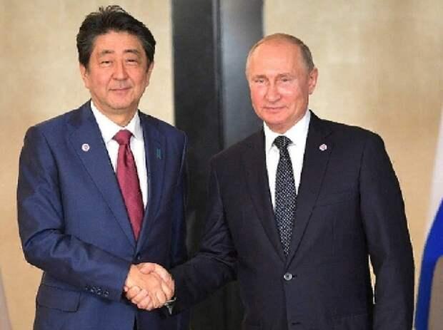 Премьер-министр Японии пообещал заключить мирный договор с Россией