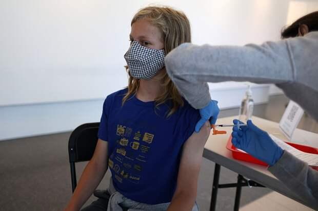 В США разрешили полностью вакцинированным от COVID-19 не носить маски