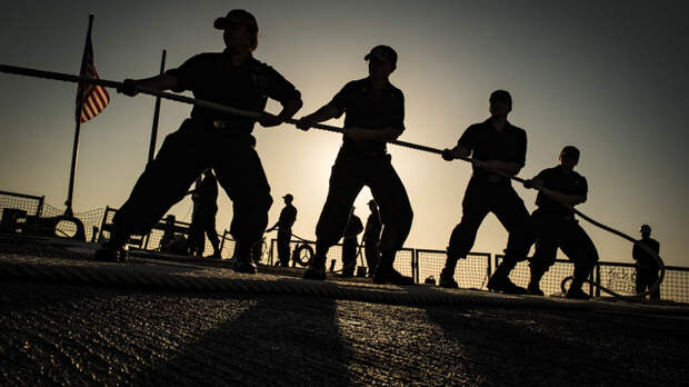 Русские еще не испугались, а у американцев уже потери: «демонстративный» поход флота США оказался убыточным