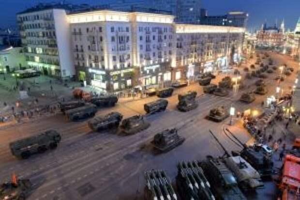Танки в городе. В Москве перекрыли центр