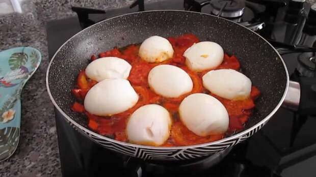 Вместо надоевшего омлета: необычный завтрак с яйцом