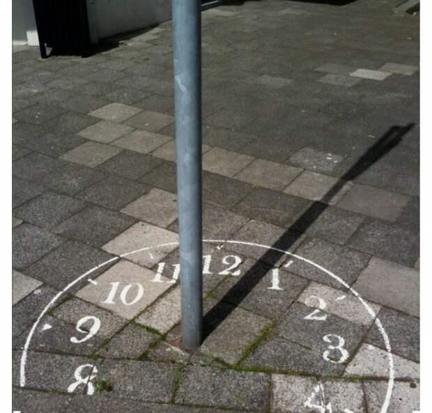 Солнечные часы в городе