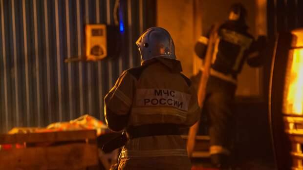 Два человека скончались в результате пожара в квартире в Москве