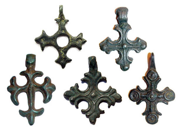 Символика древнерусских трапециевидных подвесок-оберегов. Височные украшения древних славян - хронология, типология, символика (2 статьи)