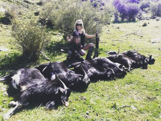 Охотнице угрожают убийством за публикацию фотографий с добычей