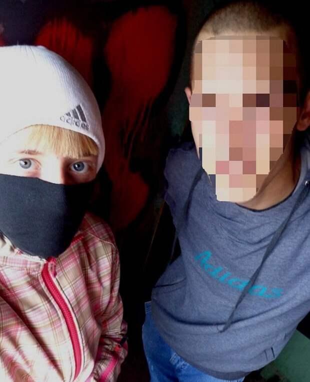 На страницах Оли и Макса нет ни одной совместной фотографии, где они бы не прятали или не замазывали свои лица.
