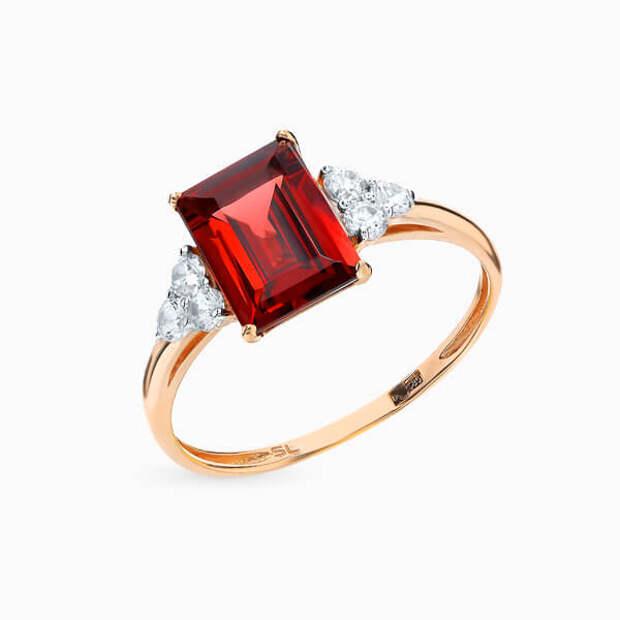 Самые модные помолвочные и обручальные кольца с изумрудной огранкой