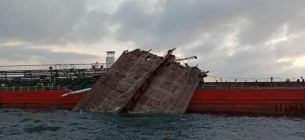 Останки моряков найдены на взорвавшемся в Азове танкере