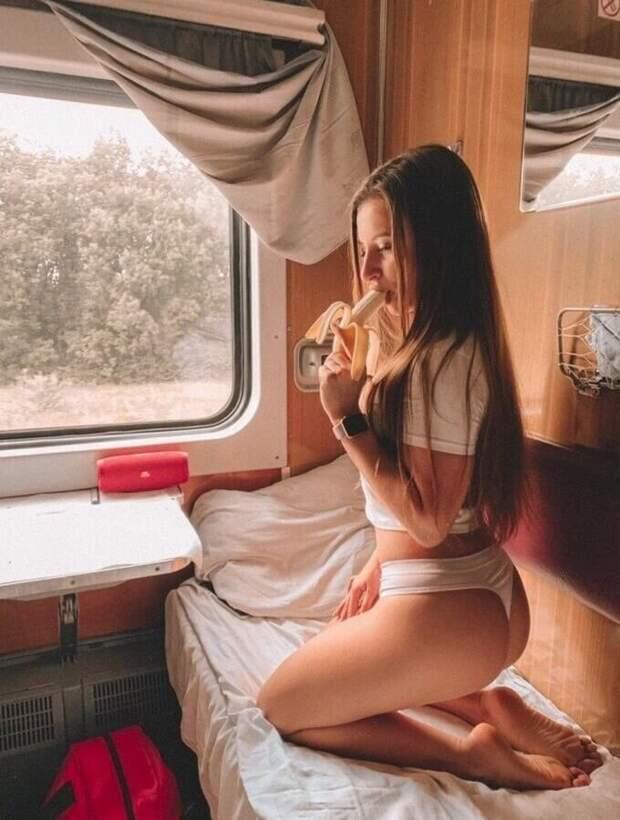 Девушки в поезде