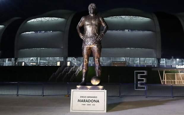 Статую в честь Марадоны открыли перед матчем отбора ЧМ-2022 Аргентина — Чили