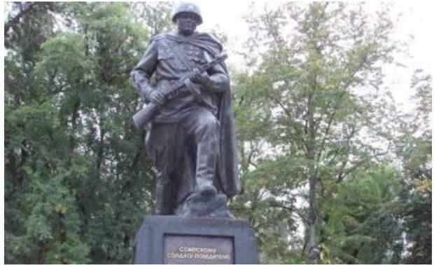 В Карачаево-Черкесии заживо хоронят память о Великой Отечественной войне