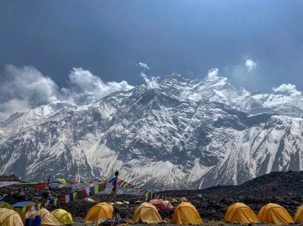 Спасатели отыскали троих пропавших в Гималаях россиян