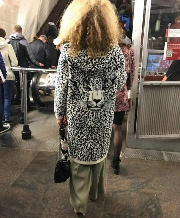женщина в леопардовом пальто