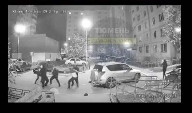 Появилось видео вчерашней стрельбы в Тюмени на улице Клары Цеткин