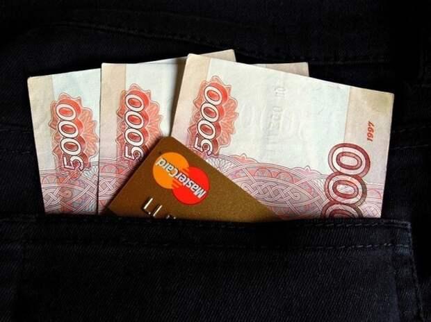 Россияне начали проедать сбережения: тратят больше, чем зарабатывают