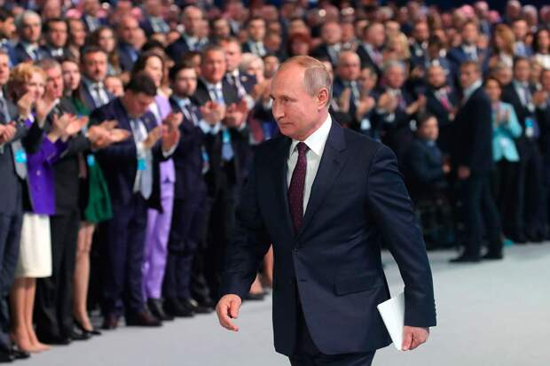 Путин посетил съезд «Единой России» и показал, что никакого ребрендинга не будет и все остается по-старому