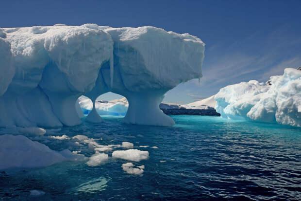 Ученые выяснили причину быстрого таяния ледников в Арктике