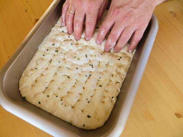Фото к рецепту: Самый простой домашний хлеб (без вымешивания)
