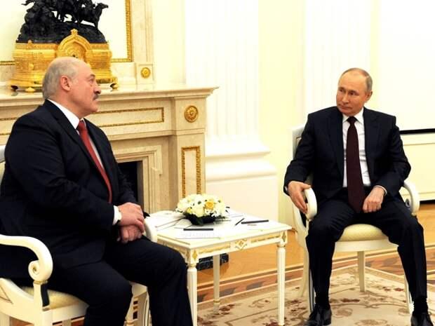 Первый президент Украины назвал Лукашенко «вассалом Путина»