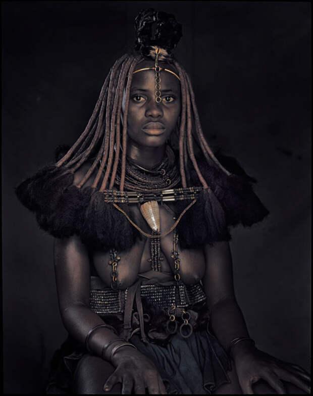 Чернокожая красавица племени Химба./Фото: st.pixanews.com