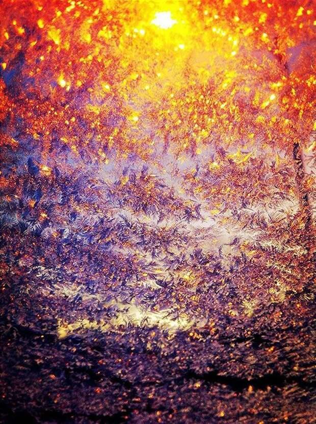 Фонарь через замерзшее стекло зима, красиво, мороз