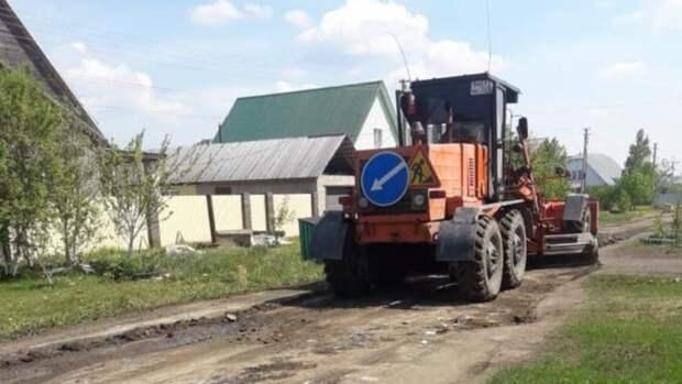 В пригороде Барнаула приступили к выравниванию дорог с грунтовым покрытием