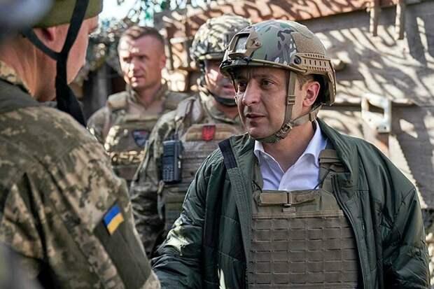 Зеленский на Донбассе поднимает военный дух