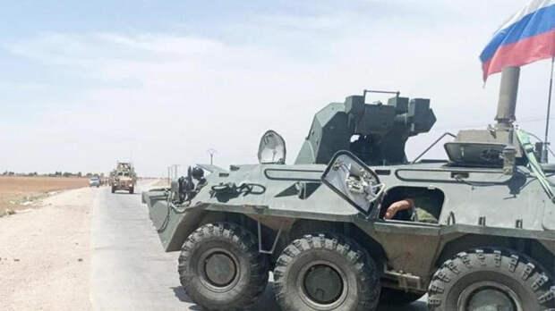 Российские военные развернули колонну бронетехники США в Сирии