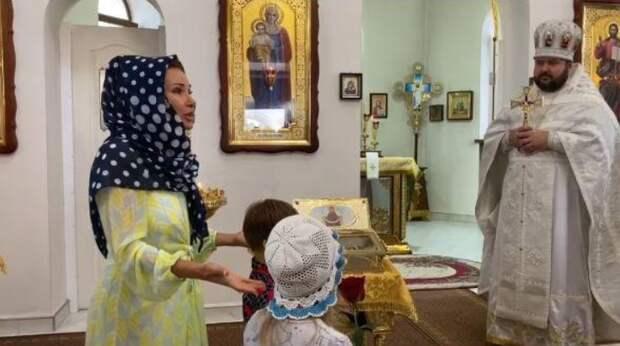 Эвелина Блёданс совершила с сыном паломничество по святым местам Крыма