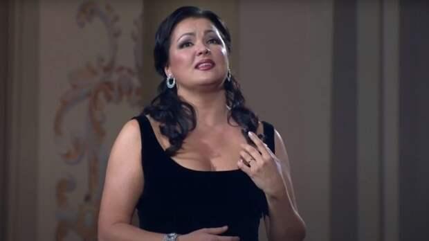 Оперная дива Анна Нетребко поддержала Носорога после разоблачения на «Маске»